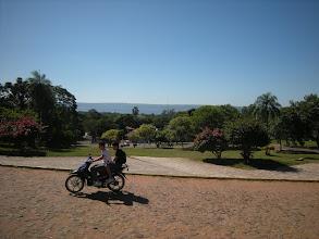 Photo: 近郊の町アレグアの教会前から