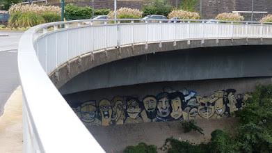 Photo: Wand unter der Gustav-Heinemann-Brücke; EI