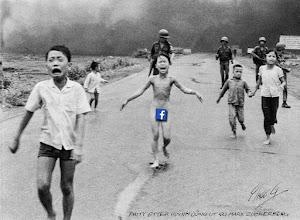 """foto van Nick Ut met het """"Napalm meisje"""" meteen Facebook f voor haar geslachtsdeel"""
