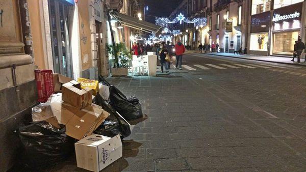spazzatura in via Etnea