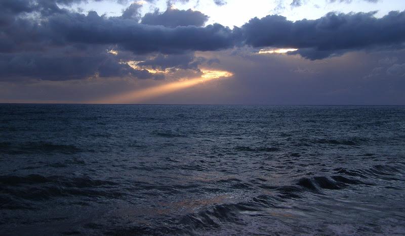 Nell'oscuro mare... di gigidueelle