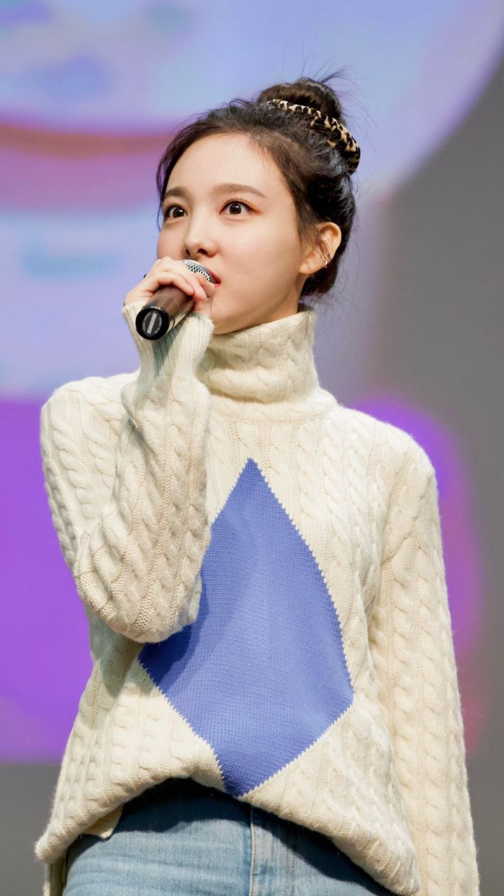 Twice-Nayeon-Yes-or-Yes-Fansign-sweater