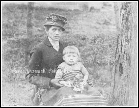 Photo: Matka z dzieckiem, zdjęcie z końca XIX wieku