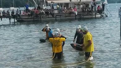 Photo: und jetzt geht's ins Wasser