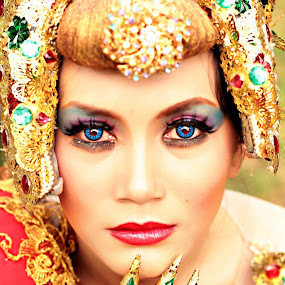 Conceptual Photo  by Bagas Prakoso - People Portraits of Women
