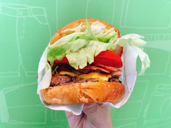 THEFREEN BURGER 樂檸漢堡,穿短褲就享餐點升等優惠 |趣餵人 台中火車站