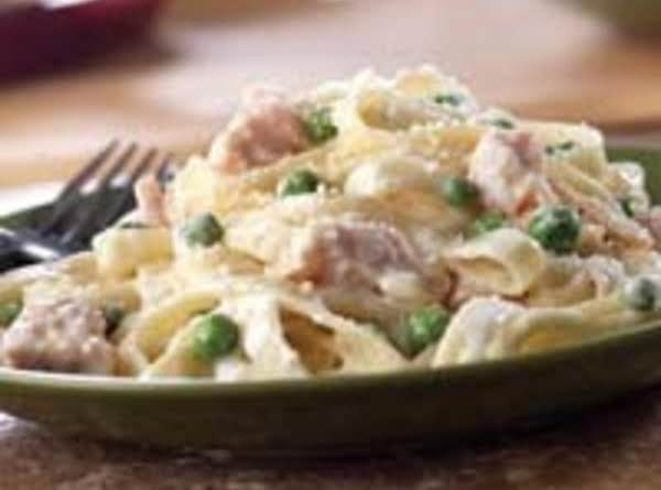 Canned Chicken With Wide Noodles And Alfredo Sauce