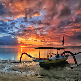 Morning Boat... by Ina Herliana Koswara - Transportation Boats ( sky, sanur, beach, sunrise, morning, boat )