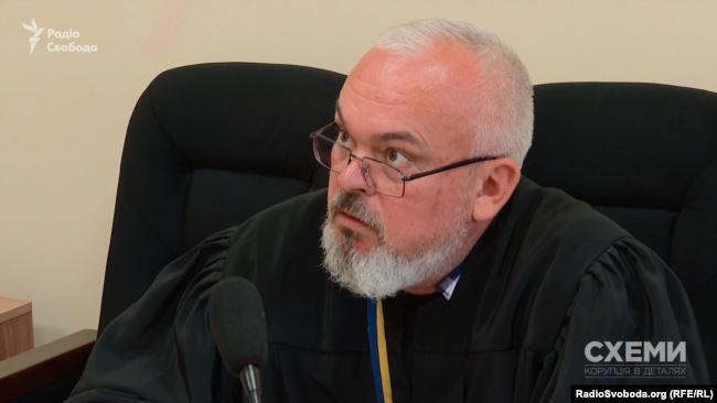 Суддя Смолій 17 квітня мав бути на кваліфоцінюванні – але в реєстрі є низка його судових ухвал