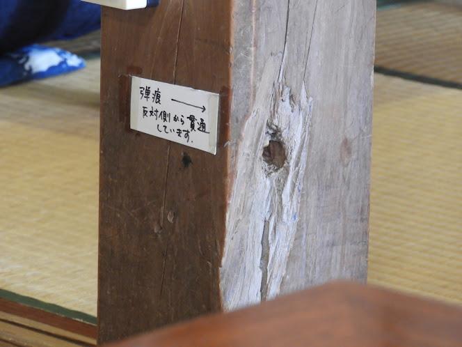 真壁ちなーの柱には、第二次大戦で銃弾が貫通した穴が残る