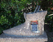 The post shoe monument at the Post Office Tree