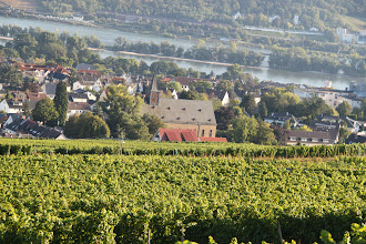 Photo: Abtei Sankt Hildegard - udsigt over Rhinen og til valfartskirken
