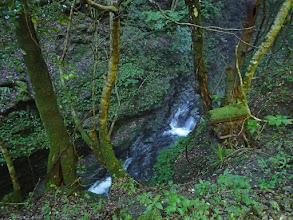 駐車地の下は滑沢の小滝