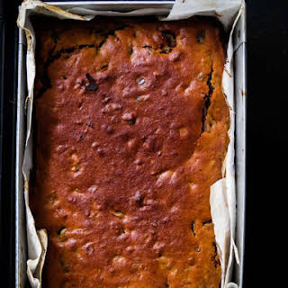 Moist date cake with Cashew-raisin and nutmeg..