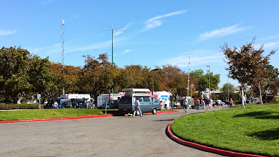 Photo: W100AW/6 and other mobile stations in Pacificon parking lot