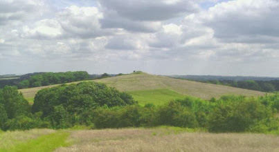 Photo: A short walk towards Hoe Hill soon puts it into relief against the sky line. It would take a superior doubting Thomas to deny the size and symmetry - truly a monument to the Ancient ones who thought it prudent to watch the Sun, Moon and Stars from a precisely built foundation.