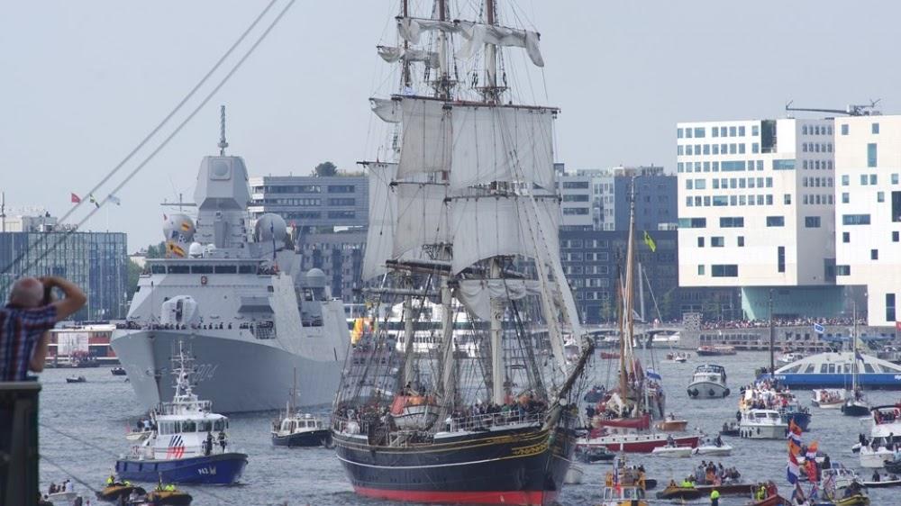 OV0B78KhHE1IaMUhyQw8 tPBClJF8wMeN1vPf5YE71k=w1000 h562 no - Фотохроника морского парада в Амстердаме
