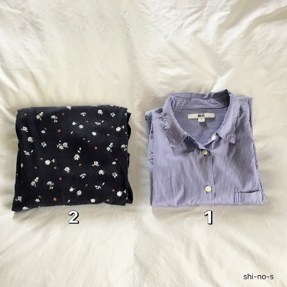 パジャマが1組並べてある