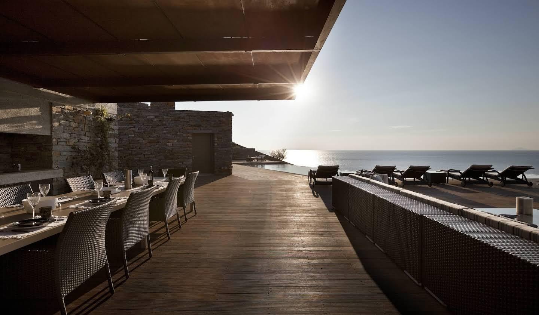 Villa avec piscine en bord de mer Nisos Kea