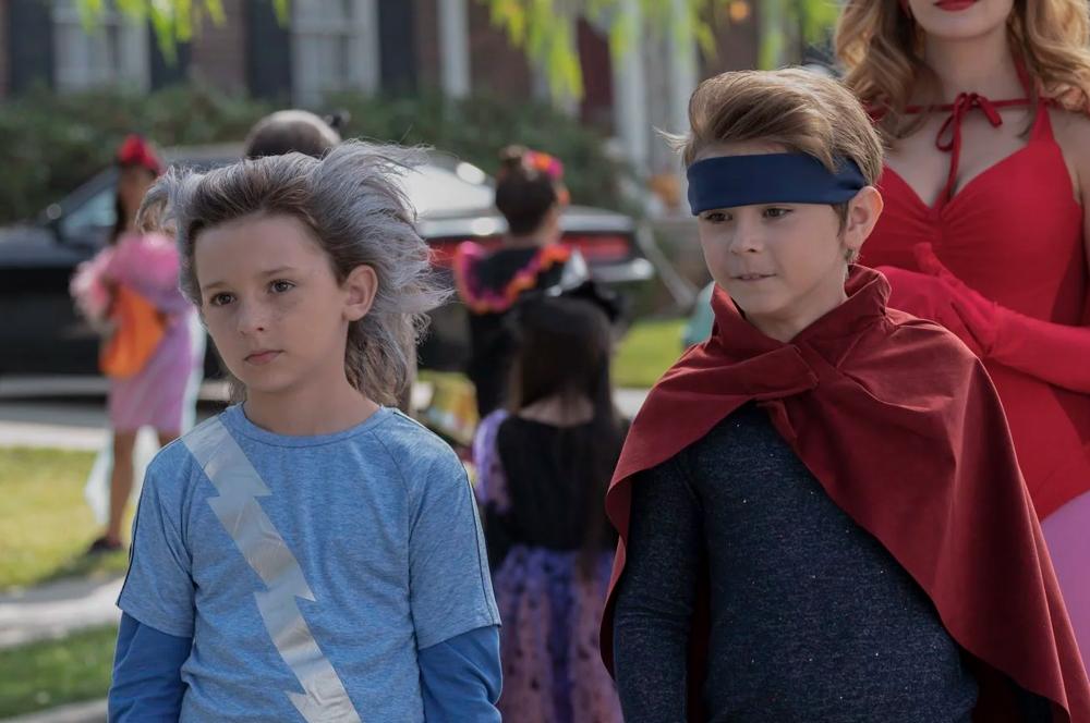 Doutor Estranho 2   Julian Hilliard e Jett Klyne são vistos próximos aos  sets do filme