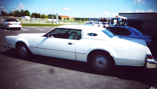 lincoln continental voiture américaine ancienne restauré