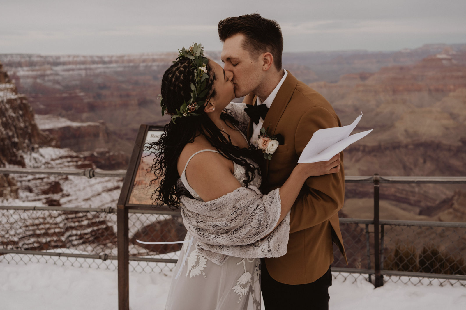 Arizona elopement First Kiss