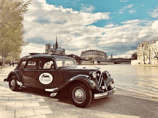 Romantic guided tour of Paris City of Love in open roof luxury french car
