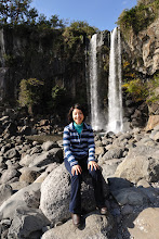 Photo: And we have reached the Jeongbang Waterfall, 23 meters high, the only waterfall in Asia that falls directly onto the sea.