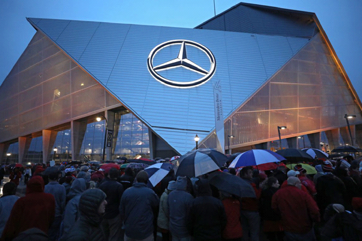 crowd-in-front-of-a-Mercedes-Benz-dealership