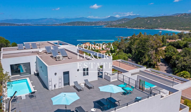 Appartement contemporain avec terrasse et piscine Coti-Chiavari