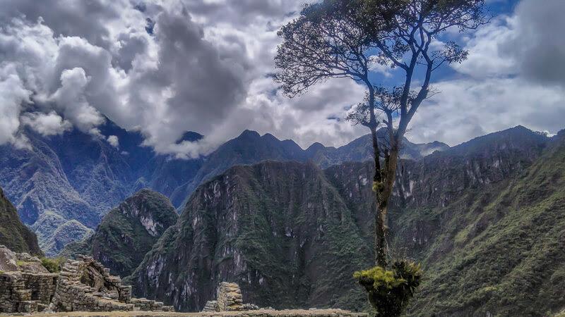 near+Machu+Picchu++lost+city+incas+cusco+andes+mountains+peru+south+america