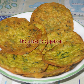 Palak Puri -Spinach Crunchy Snack Recipe