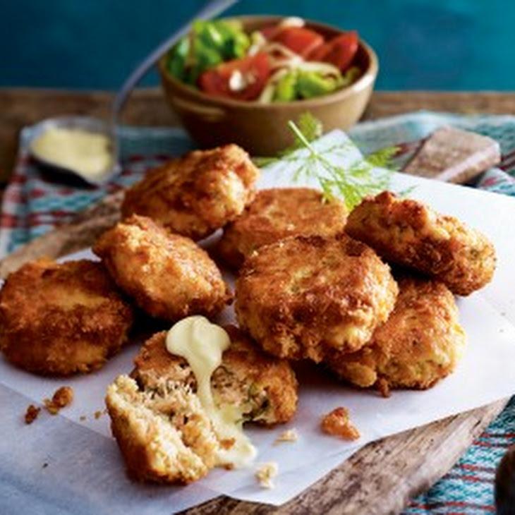 Lachs-Fishcakes mit Tomatensalat