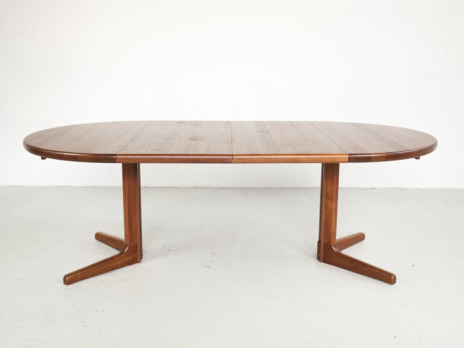 extending vintage dining table