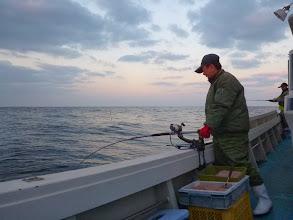 "Photo: 今年2回目のご乗船の""カワサキさん""。 「シケばっかりにアタッてやっと釣りに出れたぞー!」"