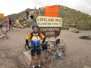 Photo: Top of Loveland Pass. Elevation is 11990ft(3597m).
