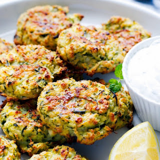 OVEN BAKED ZUCCHINI AND FETA CAKES (FRITTERS).