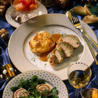 Truthahnbrustfilets im Lauch-Mantel mit Kartoffel-Sellerie-Gratin