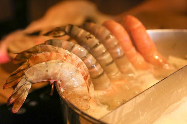 台北內湖友善寵物餐廳 金鍋盃霸氣小火鍋二館。超大肉盤、鮮甜海鮮