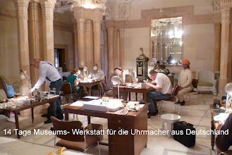 Photo: Die füruns deutsche Uhrmacherim ehemaligen Tanzsaal eingerichtete Werkstatt. Der im Hintergrund sitzende Inder, Mitarbeiter des Maharadscha, war für uns und unsere Wünsche zuständig.