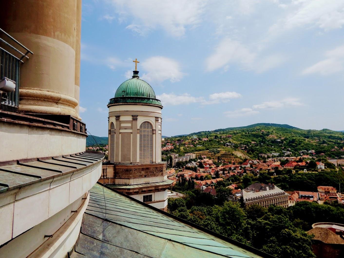 Esztergom - Nagyboldogasszony és Szent Adalbert főszékesegyház (a bazilika kívülről, közelből)