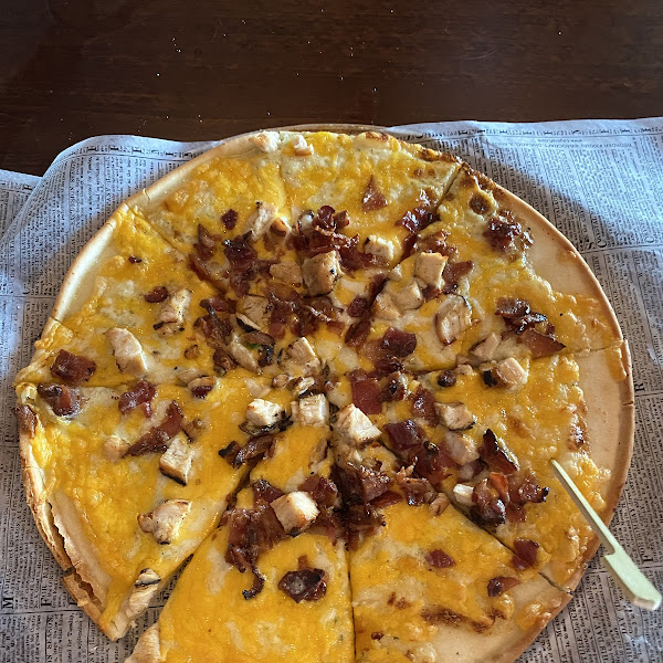 Gluten free Cheddar Bacon Ranch pizza!