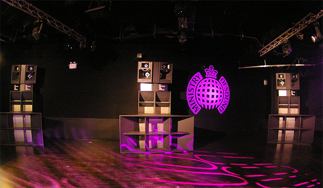Stacks de altavoces en sala The Box en Ministry of Sound