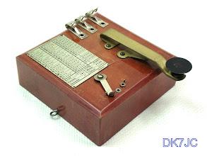 """Photo: Morseübungsgerät (Spielzeug) aus Deutschland ca.1925 """"DL""""  #719"""