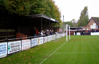 Photo: 11/11/06 v Bromsgrove Rovers (Southern League Division 1 Midlands) 1-3 - contributed by Paul Sirey