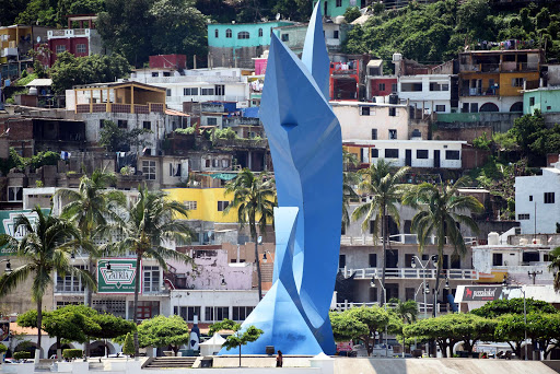 Art sculpture in Manzanillo.jpg - The swordfish statue in the port of Manzanillo, representing its fishing industry.