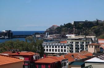 Photo: Asuimme The Cliff Bay hotellissa, tässä näkymä hotellille (kolmion muotoinen) Funchalista