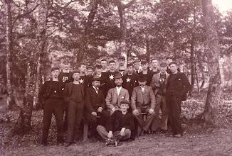 Photo: Ca. 1900 Aalborg Roklub på besøg i Hobro. Billedet indehaves af Hobro Roklub.