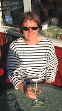 Photo: Veneemme oli itä-satamassa, mutta kävimme tsekkaamassa näkymät myos länsisataman pursiseuran terassilta. Siideriä ei Ruotsin puolella ollutkaan oikein tarjolla ...