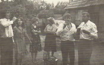 Photo: Svečiuose pas Gusčių Vygantą.  Nuotrauka iš Gusčiūtės Laimutės archyvo